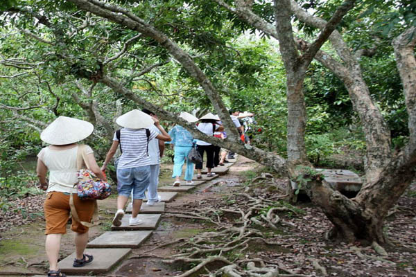 Cai Be Market Tan Phong Island Day Tour