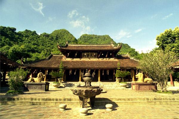 Hanoi Perfume Pagoda Day Trip
