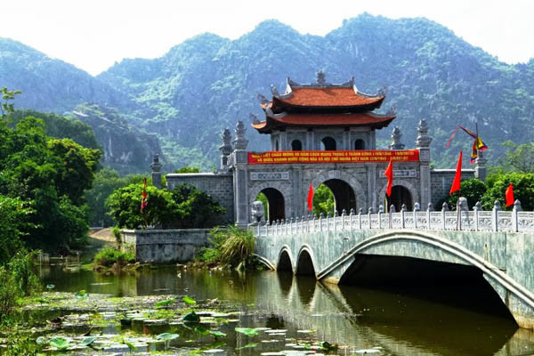 Hanoi Local Tour Ninh Binh Halong