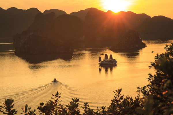 Halong Bay Boat Trip Victory Cruise (1)